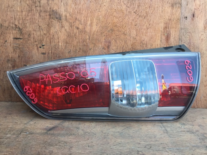 Задний фонарь Toyota Passo KGC10 1KR 2005 задний левый 220-51762, 6029 (б/у)