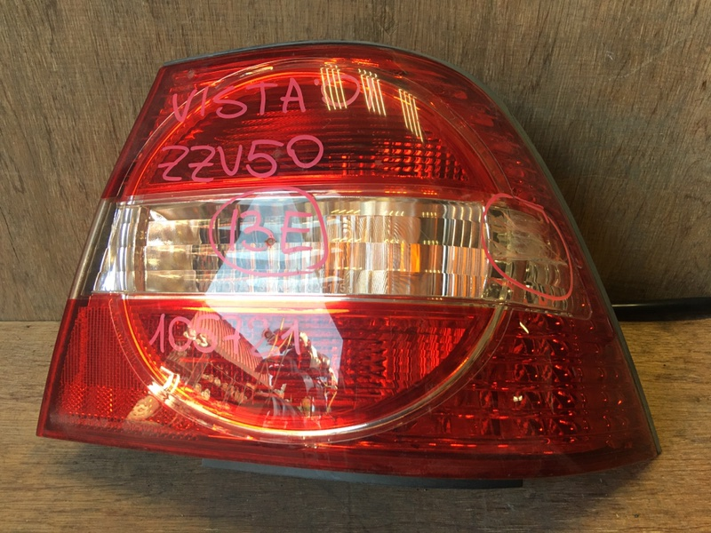 Задний фонарь Toyota Vista ZZV50 1ZZ 1999 задний правый 32-175, R1845, 105721 Трещина (см. фото). (б/у)