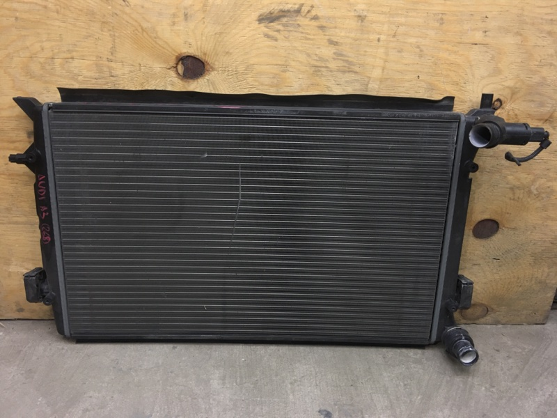 Радиатор охлаждения двигателя Audi A3 8P BSE 2008 (б/у)