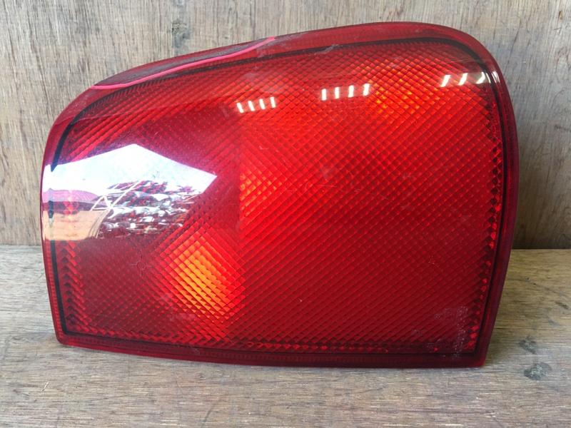 Задний фонарь Nissan Mistral KR20 TD27B 1996 задний правый 7R-025026, 015026 Скол (см. фото). (б/у)