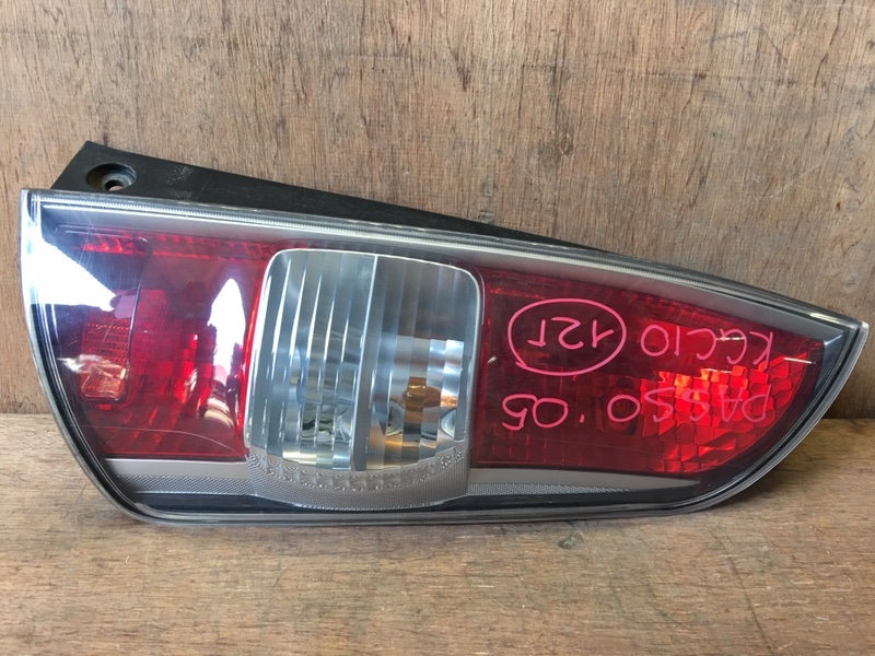 Задний фонарь Toyota Passo KGC10 1KR 2005 задний правый 220-51762 (б/у)