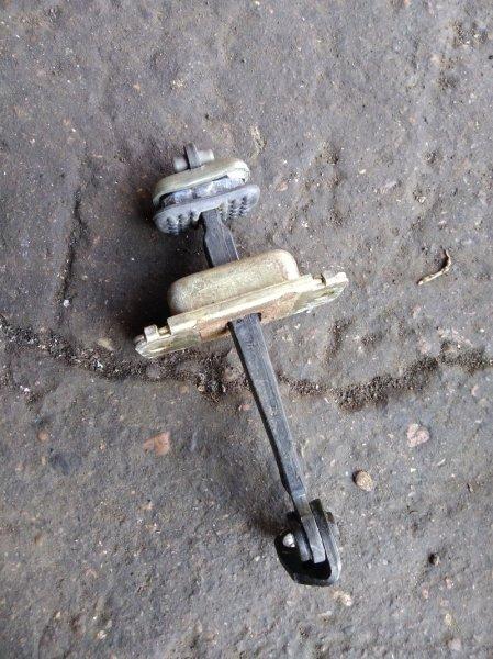 Ограничитель двери Honda Avancier TA1 F23A передний левый