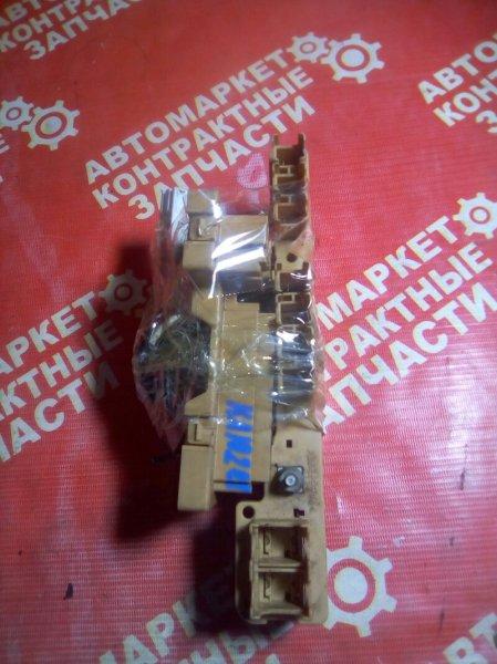 Блок предохранителей Toyota Kluger V ACU20 1MZFE