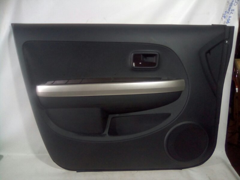 Обшивка двери Toyota Ist NCP60 1NZFE передняя левая