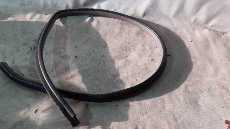 Уплотнитель двери Honda Crv RD1 передний правый