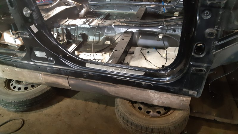 Порог кузовной Mitsubishi Outlander CW4W 4B12 2008 правый