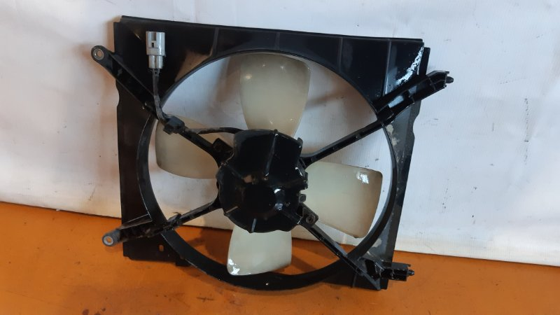 Диффузор радиатора Toyota Ipsum ACM10 3CTE