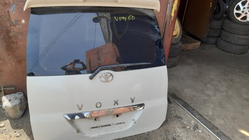 Дверь-5 Toyota Voxy AZR60 1AZFSE