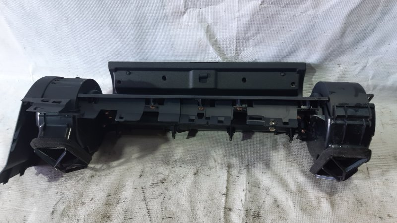 Бардачок Nissan Skyline CPV35 VQ35DE