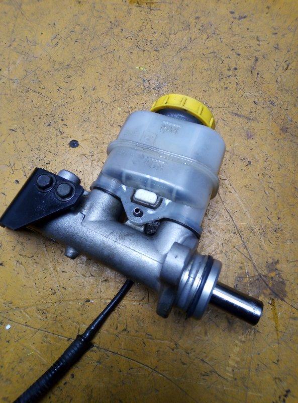 Главный тормозной цилиндр Nissan Avenir PNW11 QG18DE 1998