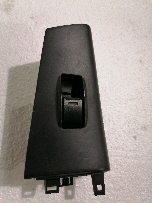 Кнопка стеклоподъемника Toyota Allex NZE120 1NZFE 2003 задняя левая