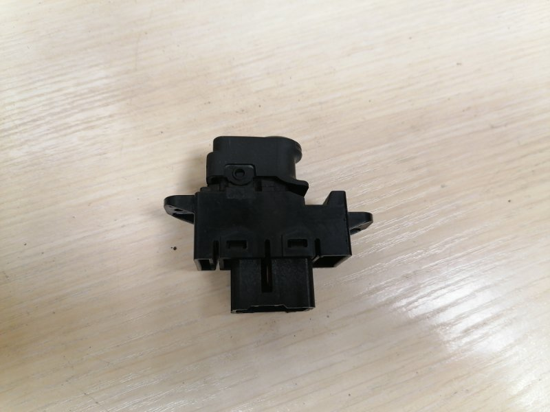 Кнопка стеклоподъемника Hyundai Solaris RB G4FA 2012