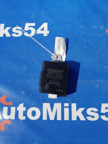 Блок управления дверьми Toyota Premio ZZT240 2005
