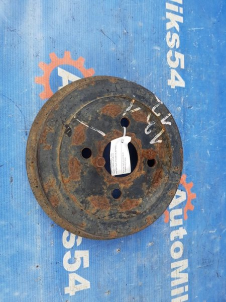 Тормозной барабан Toyota Corolla NZE121 задний