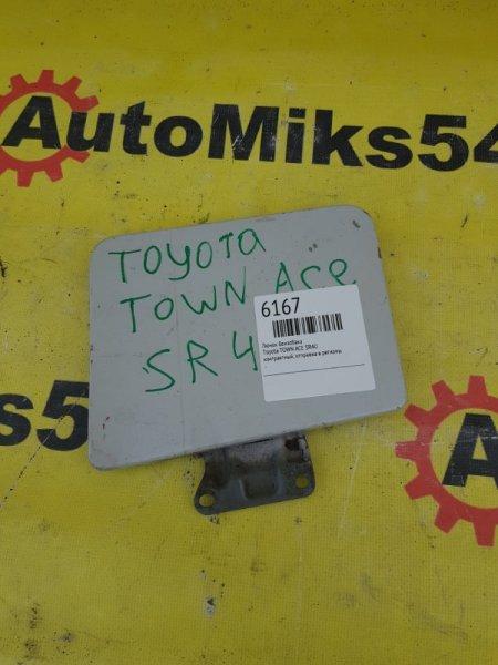Лючок бензобака Toyota Town Ace SR40