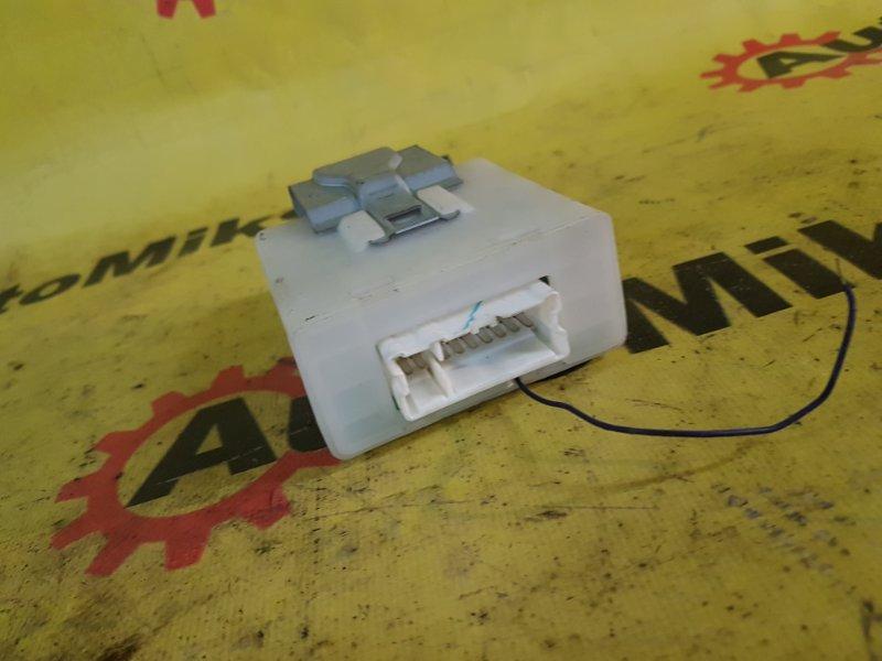 Блок управления дверьми Nissan Wingroad WFNY11 QG15 2003