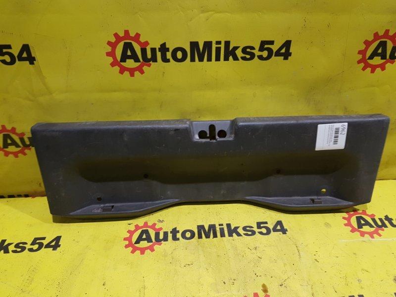 Пластик замка багажника Mitsubishi Lancer Cedia CS5A 4G93 задний