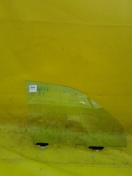 Стекло двери Toyota Sprinter Carib AE111 4A-FE переднее правое