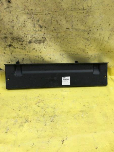 Пластик замка багажника Toyota Premio ZZT240 1ZZFE 2002