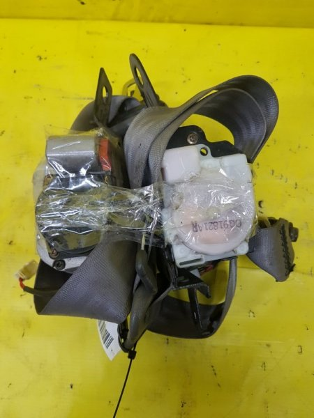 Ремень безопасности Nissan Terrano Regulus R50 VG33(E) 1998 передний