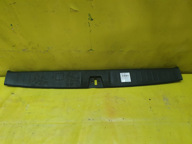 Пластик замка багажника Honda Stepwgn RF3 K20A 2004