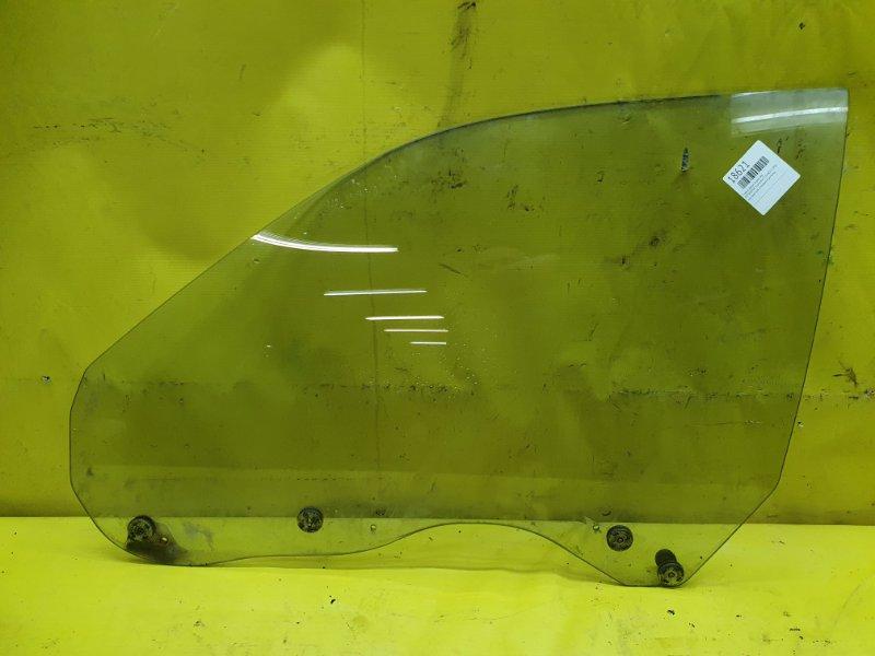 Стекло двери Mitsubishi Diamante F13A 6G73 1990 переднее левое
