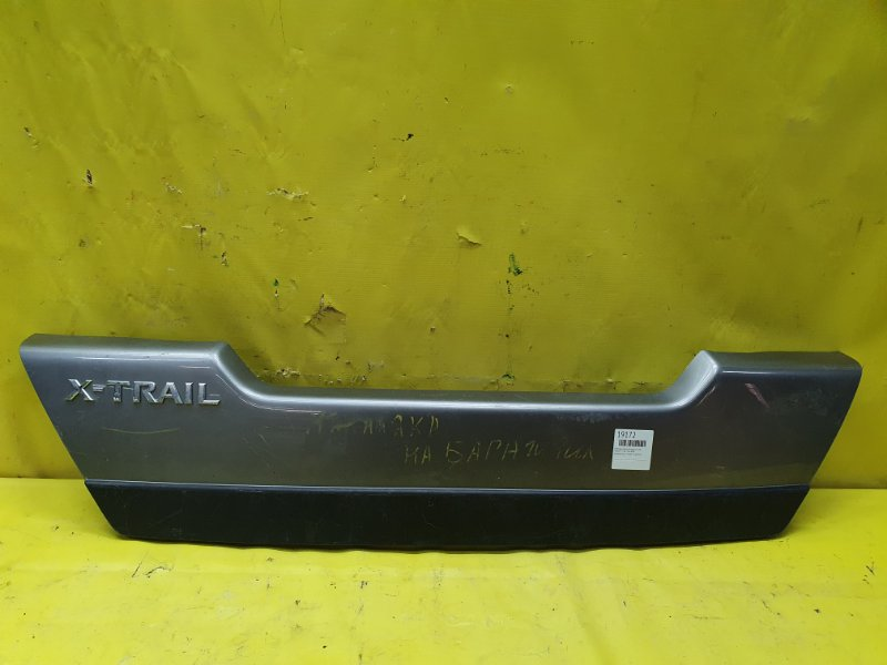 Накладка двери багажника Nissan X-Trail T31R M9R задняя