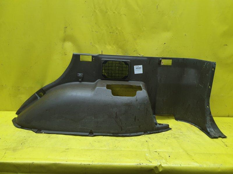 Обшивка багажника Mitsubishi Pajero V45W 6G74 1995 задняя правая