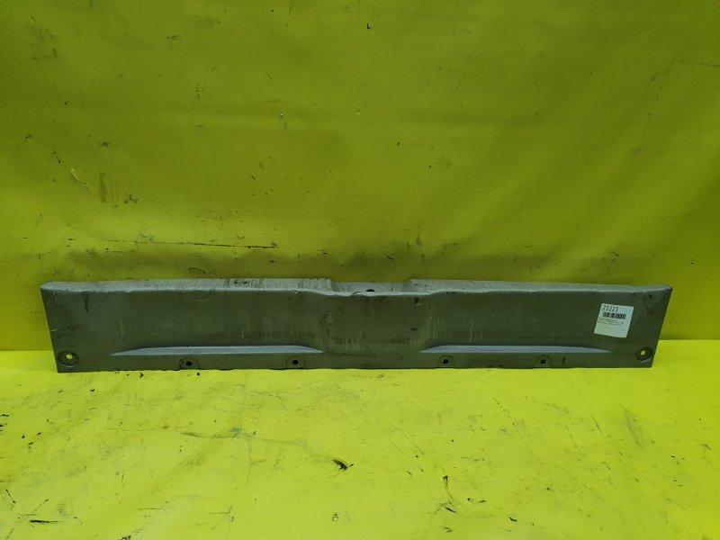 Пластик замка багажника Toyota Estima ACR50 2AZ-FE 2008