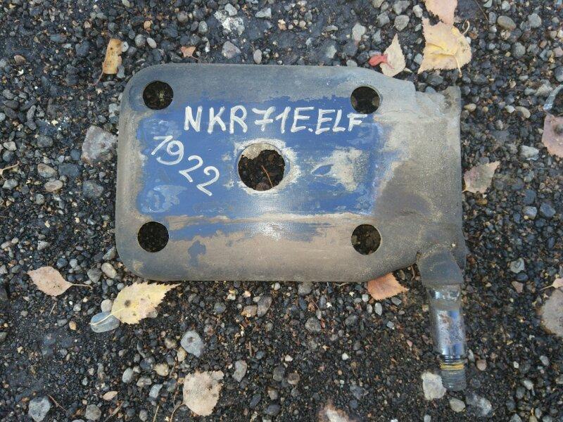 Крепление амортизатора Isuzu Elf NKR71ED 4HG1 2001 заднее