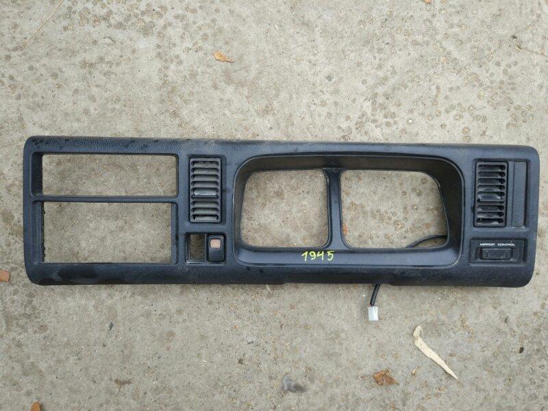 Консоль щитка приборов Mazda Titan WG6AD 4HG1 1999