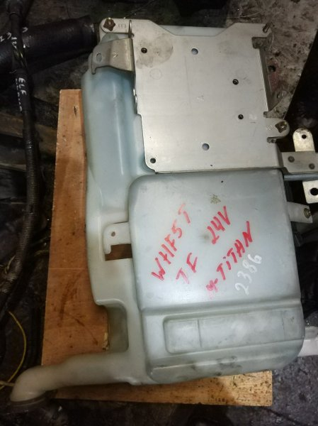 Бачок стеклоомывателя Mazda Titan WHF5T TF 2004