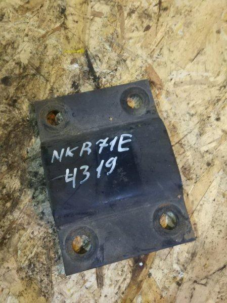 Опора рессоры Isuzu Elf NKR71E 4HG1 1997 задняя