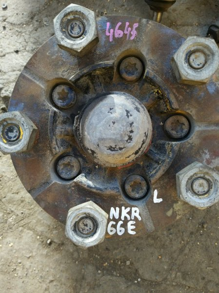 Ступица Isuzu Elf NKR66E 4HF1 1998 левая