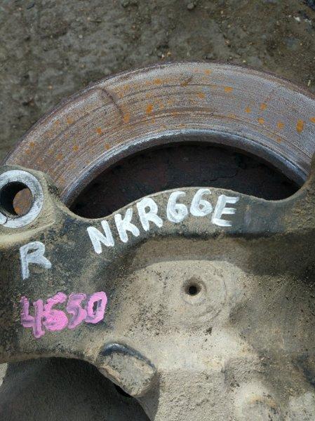 Поворотный кулак Isuzu Elf NKR66E 4HF1 1998 правый