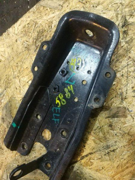 Крепление амортизатора Isuzu Elf NKR66E 4HF1 1997 переднее левое