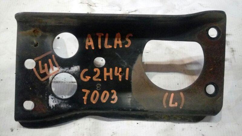 Крепление бампера Nissan Atlas G2H41 FD42 1995 левое