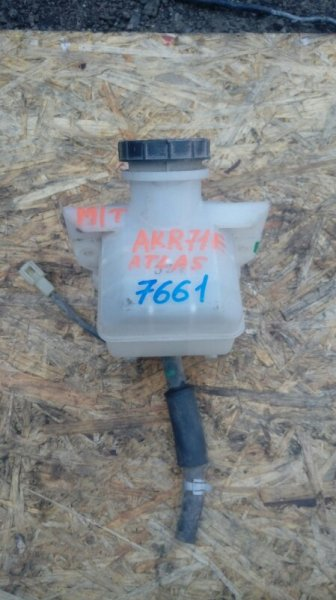 Бачок тормозной жидкости Nissan Atlas AKR71E