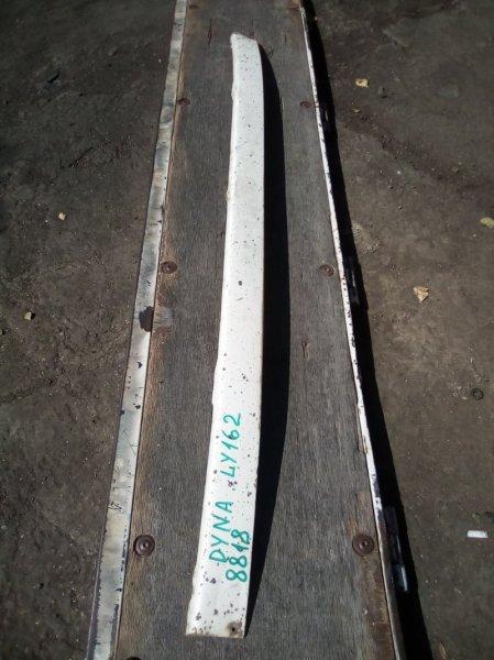 Планка над фарой Toyota Dyna LY162 5L 2000