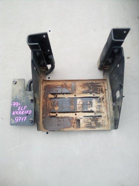 Крепление аккумулятора (акб) Isuzu Elf NKR81ED 4HL1 2004