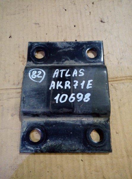 Опора рессоры Nissan Atlas AKR71E 4HG1 1996 задняя