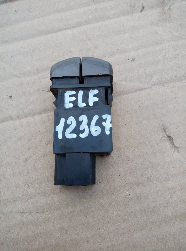 Кнопка включения противотуманных фар Isuzu Elf NKR66E 4HF1 1997