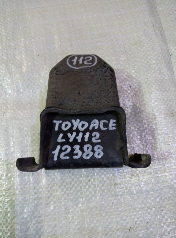 Отбойник моста Toyota Toyoace LY112 5L 2000 задний