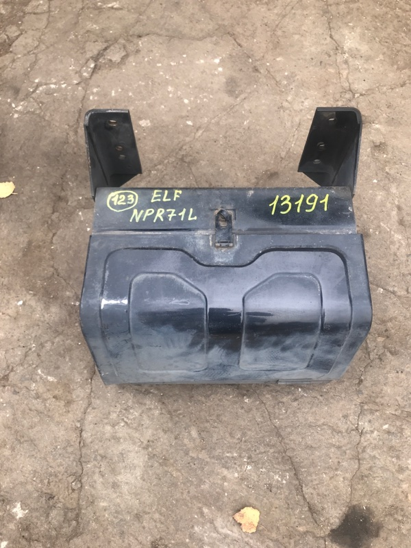 Ящик для инструментов Isuzu Elf NPR71L 4HG1 1998
