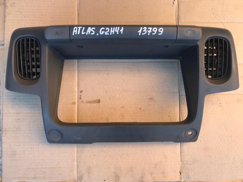 Консоль щитка приборов Nissan Atlas G2H41 FD42 1994