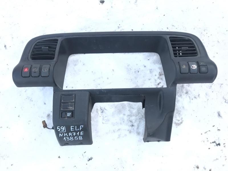 Консоль щитка приборов Isuzu Elf NKR71E 4HG1 2000