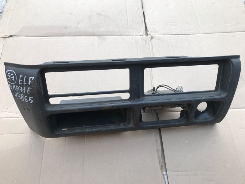 Консоль магнитофона Isuzu Elf NKR71E 4HG1 2000