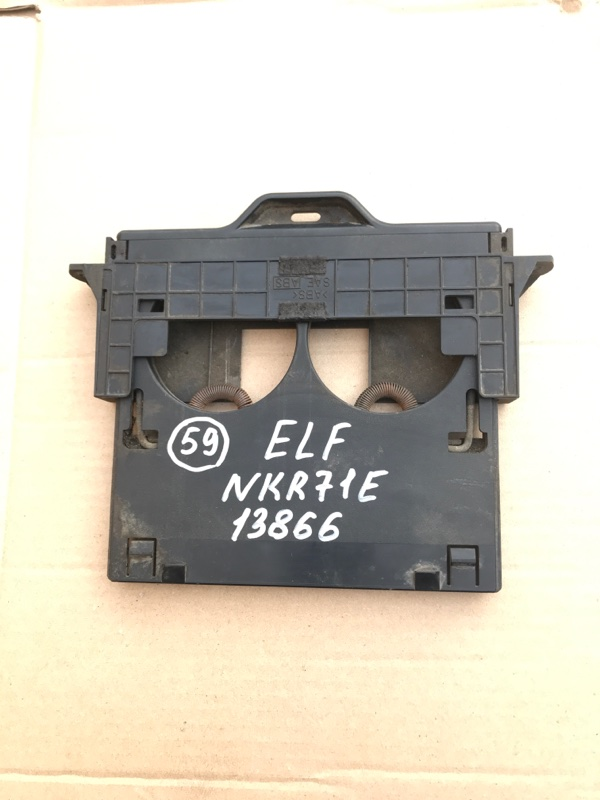 Подстаканник Isuzu Elf NKR71E 4HG1 2000