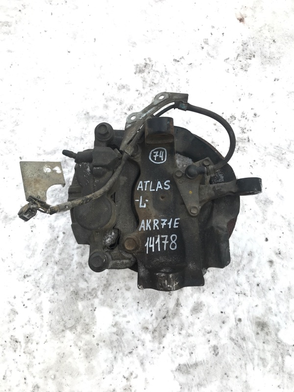 Поворотный кулак Nissan Atlas AKR71E 4HG1 2002 левый