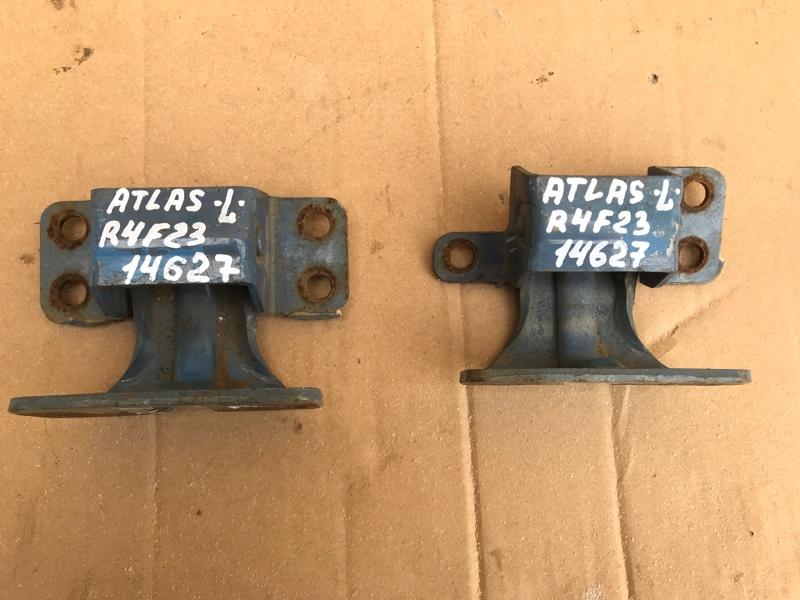 Петля двери Nissan Atlas R4F23 QD32 1998 левая